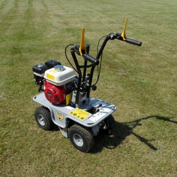 מקלפת דשא דגם 300 RS 3040 של חברת LASKI