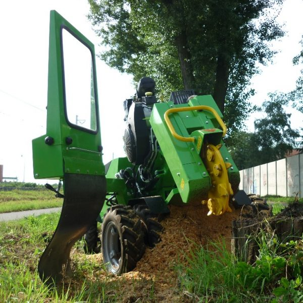 מכרסמת עץ למכירה בנתניה - כרסום שורשים וגדמים גדולים באדמה - דגם F 500H / 38