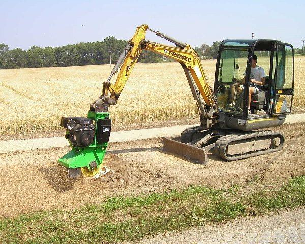 השכרת כלי גינון גדולים לכרסום שורשים מתחת לקרקע - מכרסמת עץ תעשייתית דגם FZ 500 / 27