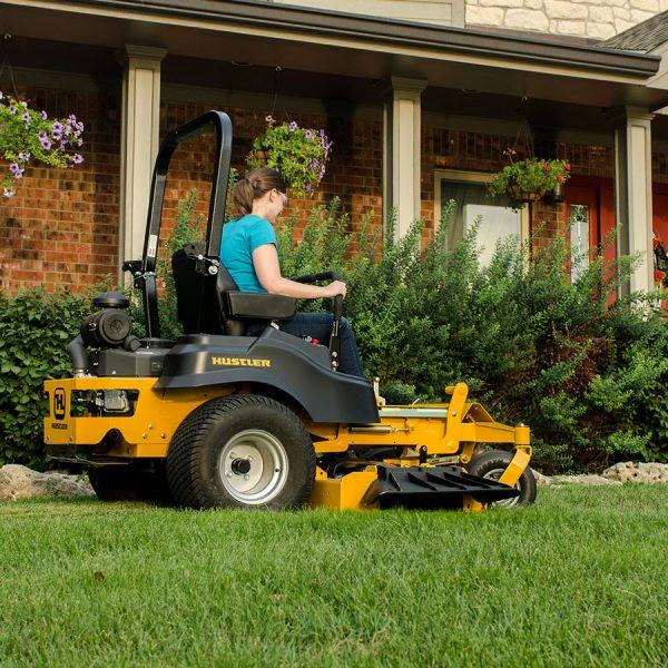 א.מ כלי עבודה לגינה בנתניה - טרקטורון כיסוח דשא דגם fastrak sdx