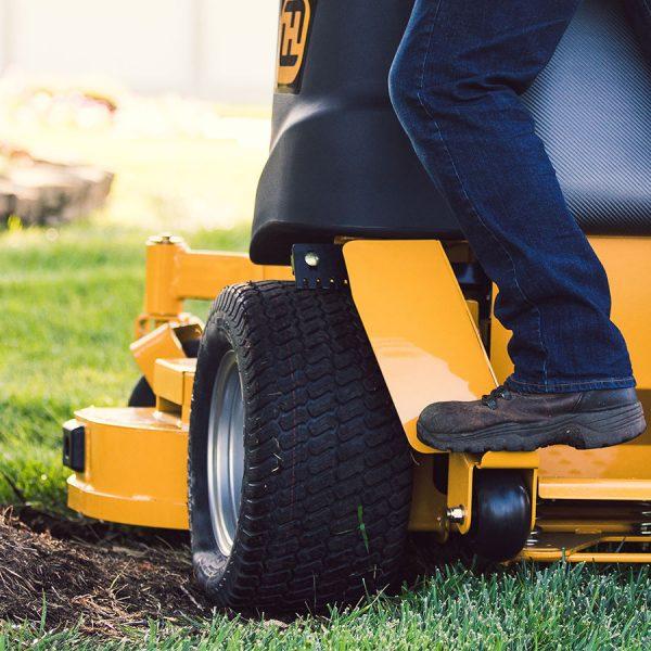 טרקטורון לכיסוח דשא בעמידה - דגם HUSTLER SUPER S