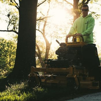 טרקטורון לכיסוח דשא בעמידה של חברת האסלר - HUSTLER SUPER S
