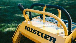 טרקטורון כיסוח בעמידה של חברת האסטלר - דגם HUSTLER SUPER S
