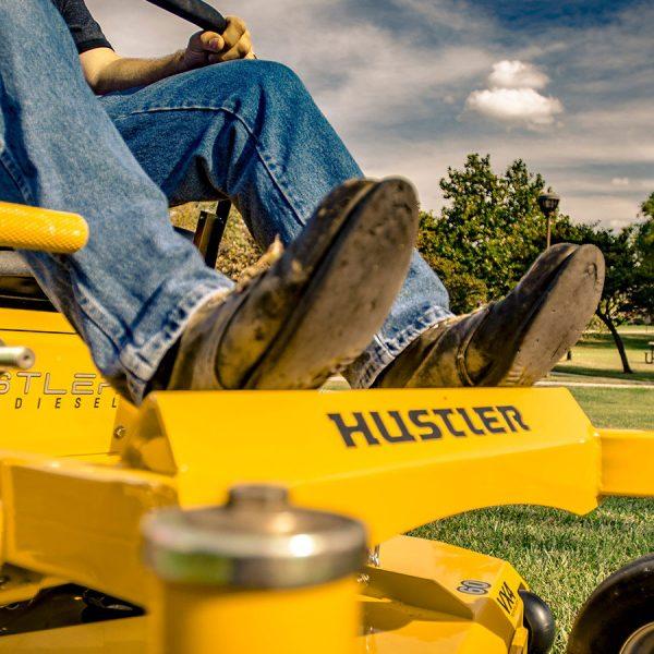 טרקטורון כיסוח תעשייתי של חברת האסטלר - Hustler Z Diesel