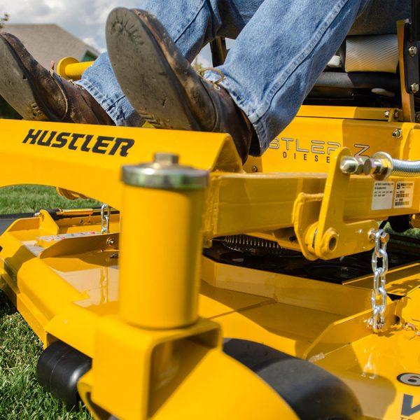 טרקטורוני כיסוח תעשייתיים של האסטלר - דגם Hustler Z Diesel