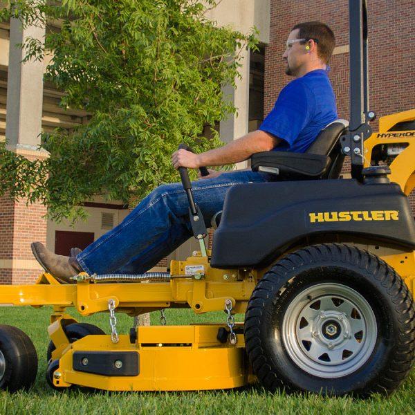 טרקטורון דשא תעשייתי של האסלר - דגם SUPER Z HYPERDRIVE