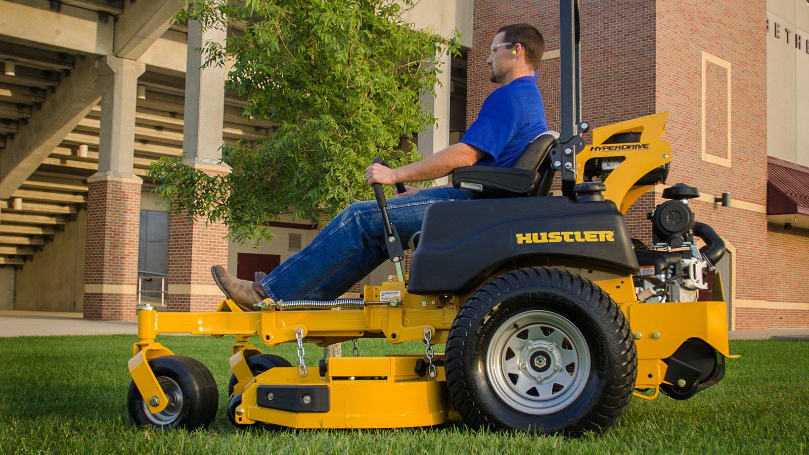 טרקטורוני כיסוח דשא תעשייתיים של האסלר - דגם SUPER Z HYPERDRIVE